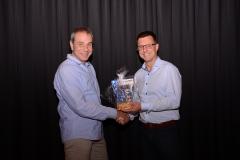Der neu gewählte Obmann Michael Leiler bedankt sich bei seinem Vorgänger Gerhard Kolb für seine Tätigkeiten.